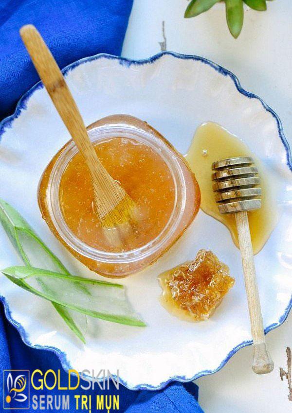 Mật ong kết hợp với nha đam vừa có thể làm thức uống vừa sử dụng như mặt nạ trị mụn